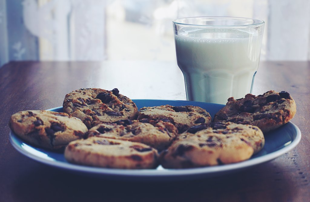 Soft + Chewy Chocolate Chip Cookies [Vegan]